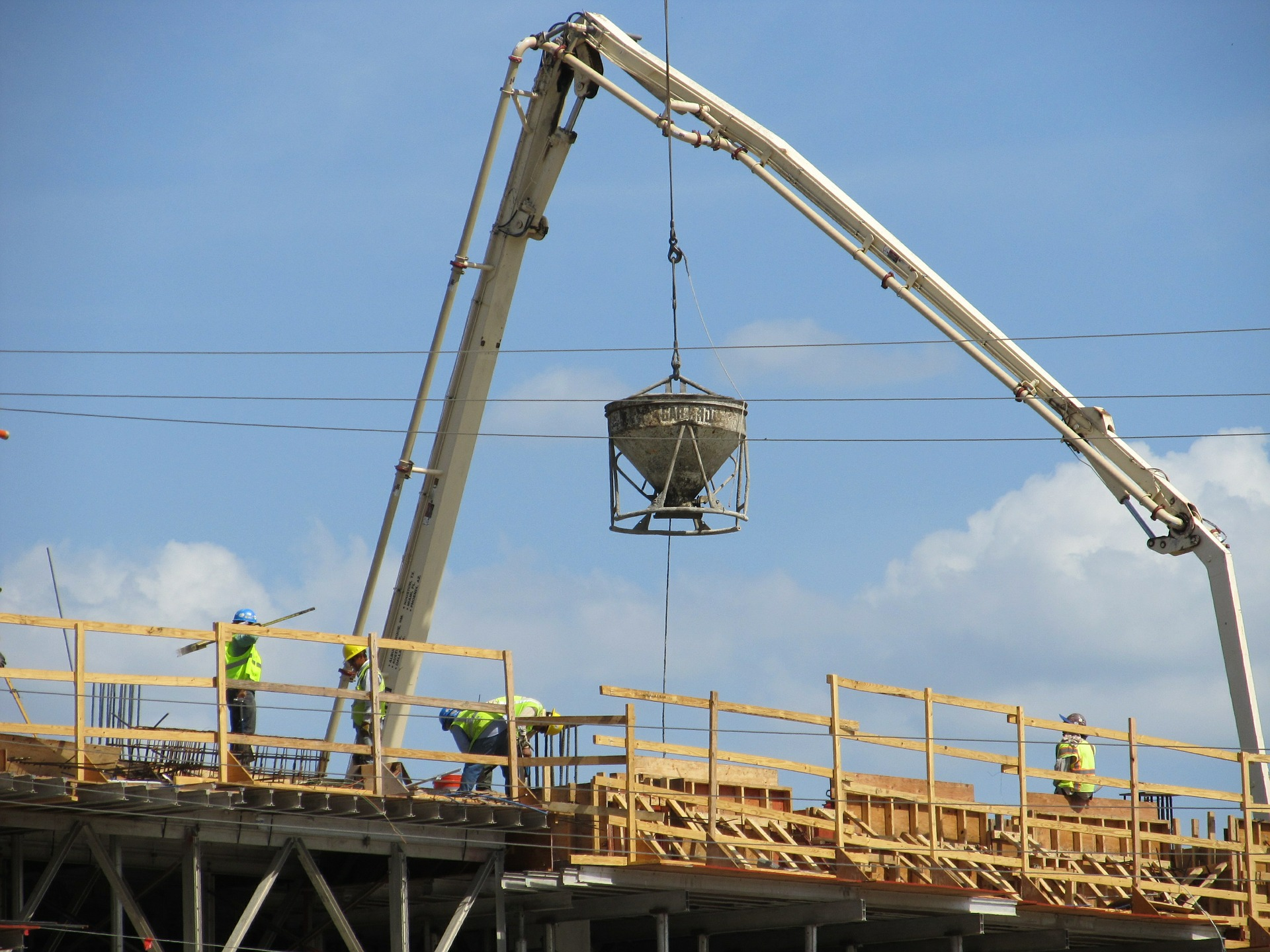 Gli operai in cantiere sono dipendenti e qualificati o l'impresa utilizza squadre a cottimo e sub-appalti?