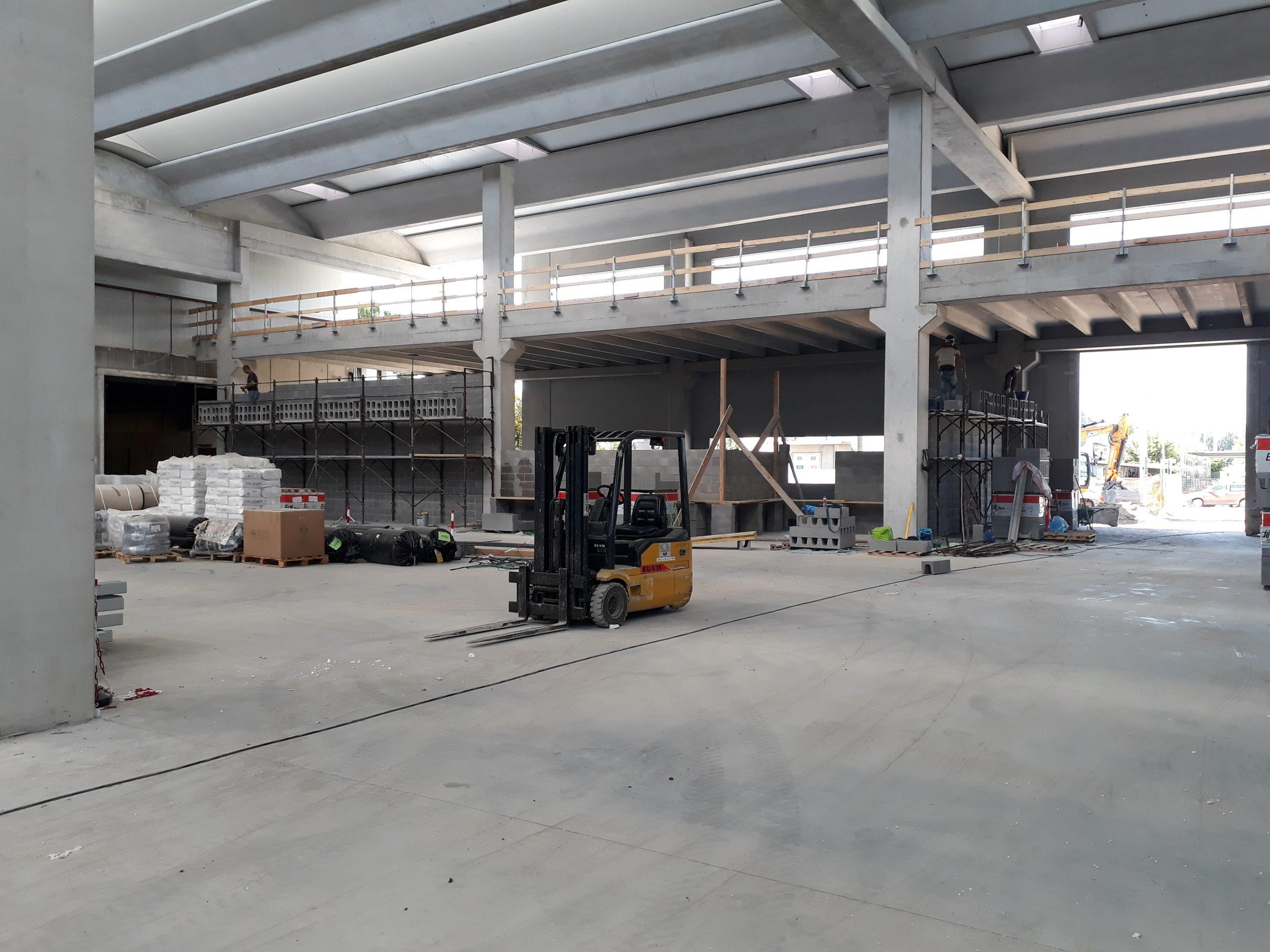 Lavori di ampliamento di un capannone ad uso artigiano industriale.